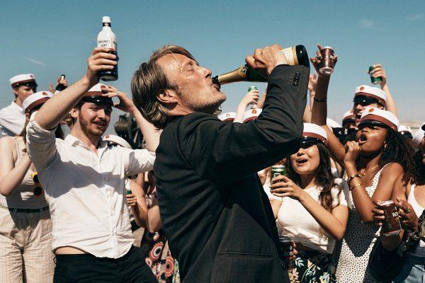 """Este posibil experimentul cu alcool din filmul """"Another Round"""", câștigător la Oscar? Doi psihiatri români explică"""
