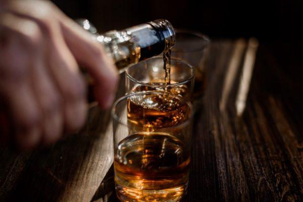 Record de morți în pandemie din cauza alcoolului în Anglia şi Ţara Galilor