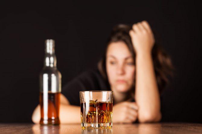 Toţi băutorii înrăiţi sunt alcoolici?