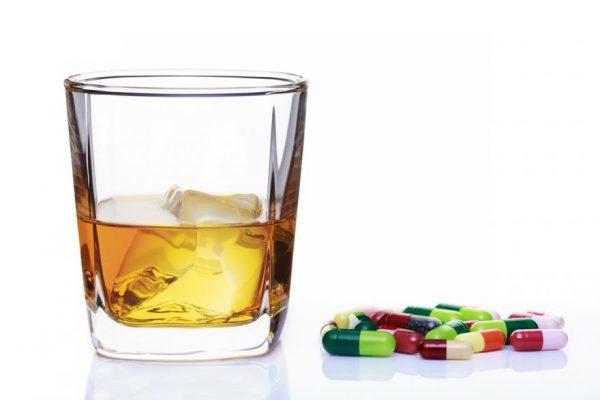 Alcoolul este la fel de periculos ca şi alte droguri, precum heroina?
