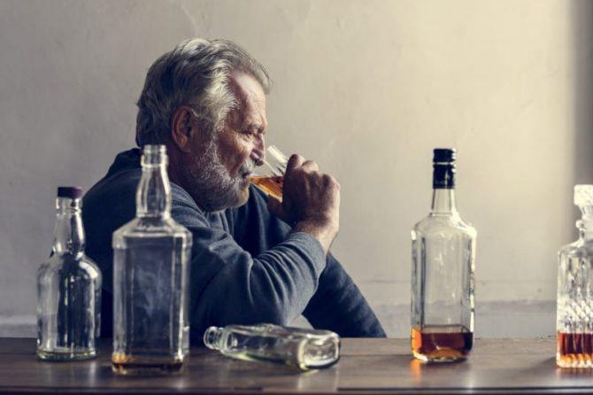 De ce numai anumiţi oameni devin alcoolici?
