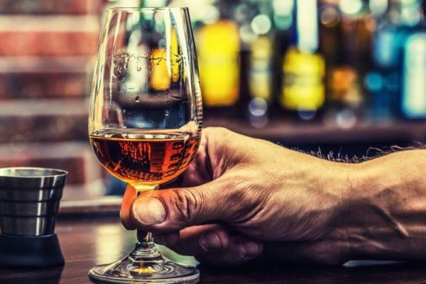Românii, locuri de top la producţia şi consumul de alcool