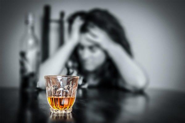 Ce îl opreşte pe alcoolic să îşi recunoască problema?