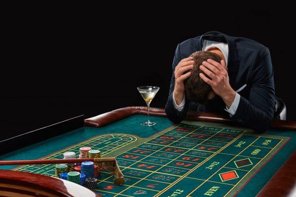 Jocurile de noroc: Vieți distruse. Dependența care aduce profituri uriașe statului