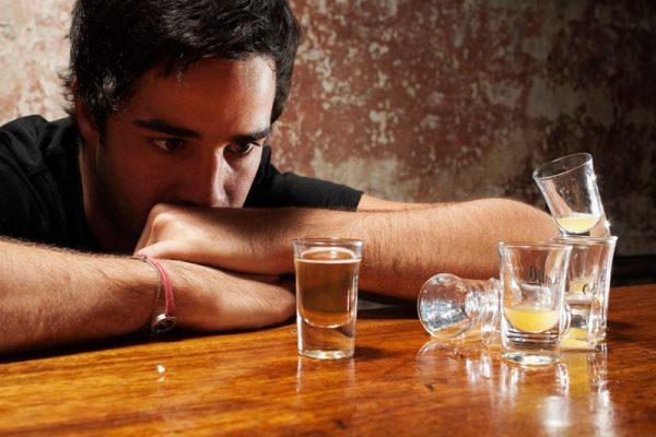 Simptome comune ale alcoolismului: Modificarea toleranţei faţă de alcool