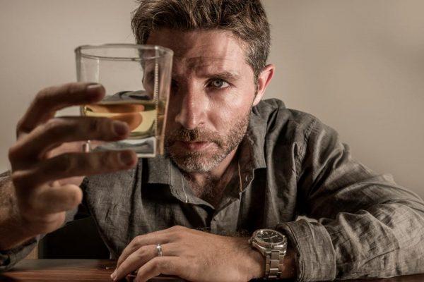 Simptome comune ale alcoolismului: SCHIMBAREA TIPARULUI