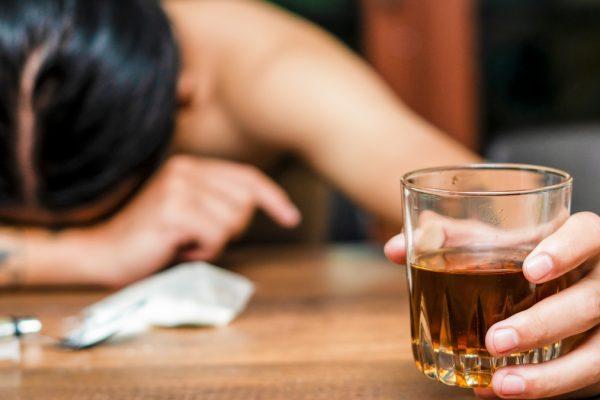 Simptome comune ale alcoolismului: Mahmureli cronice