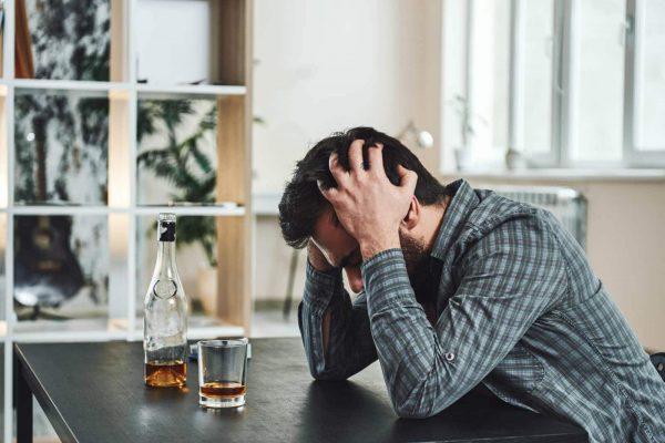 Simptome comune ale alcoolismului: PIERDEREA CONTROLULUI