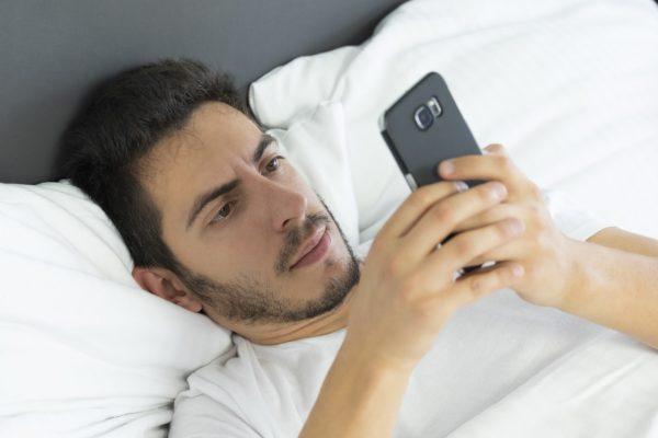 Pot fi telefoanele la fel de dependente ca drogurile? Ce spun, de fapt, oamenii de ştiinţă.