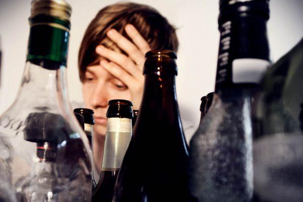 Un pahar de vin băut în plus scurtează viaţa cu 30 de minute