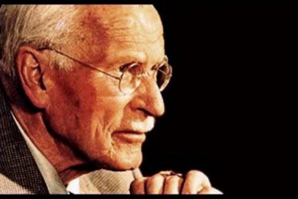 """""""Orice formă de dependenţă este rea, indiferent dacă narcoticul este alcoolul, morfina sau idealismul"""". Citatul lui Carl Jung, explicat de un psiholog."""