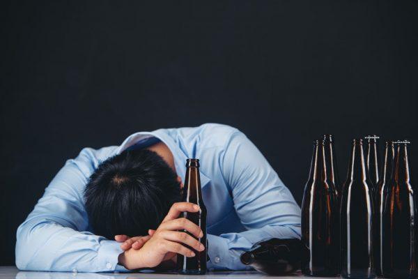 Studiu nou:Consumul de alcool determină cancer și, ulterior, deces