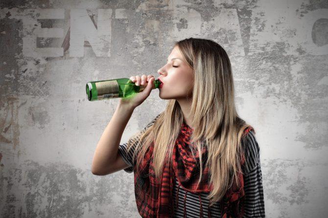 Adevărul statistic extrem de grav ascuns sub preș în România: 82% dintre elevi consumă alcool.